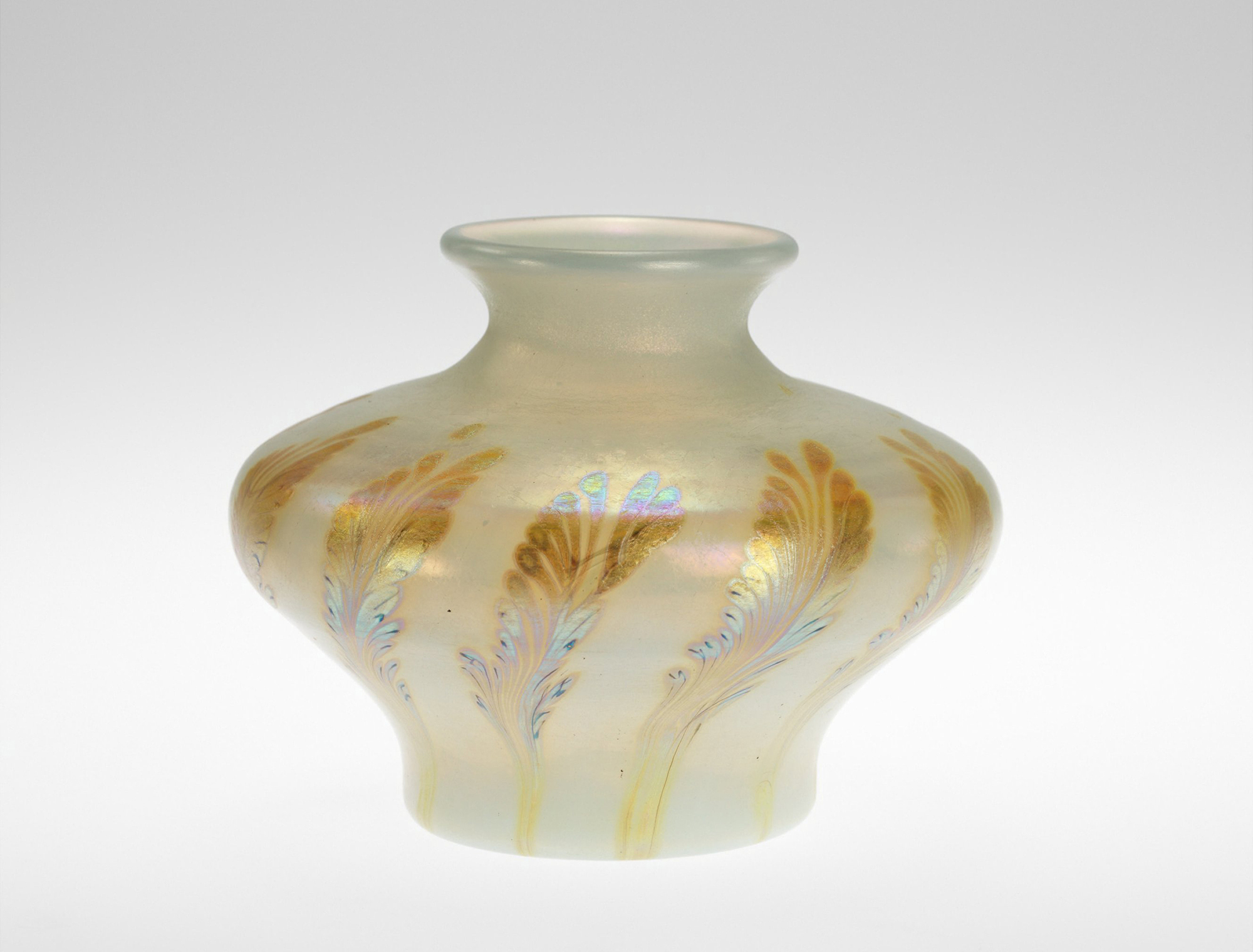 Vase, Claire de Lune. Herbert F. Johnson Museum of Art, Cornell University, 64.0839.